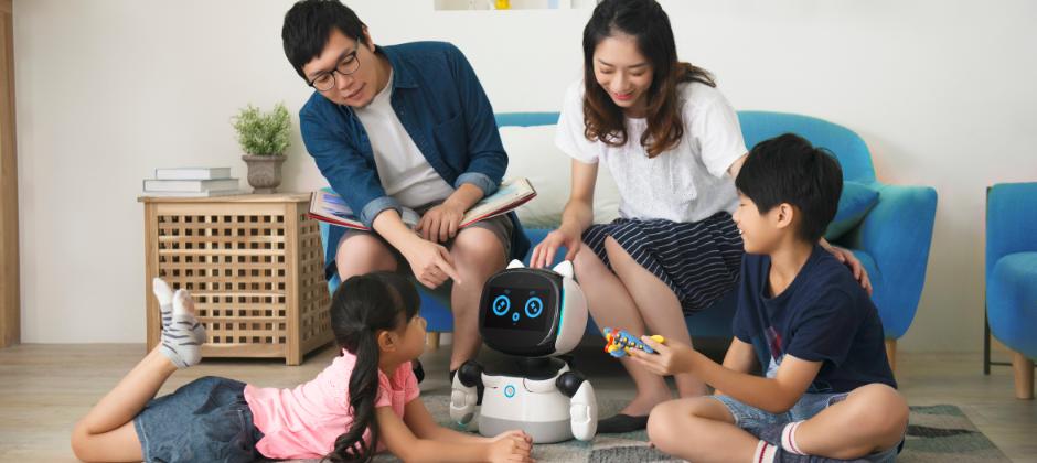 女媧創造的凱比同學AI機器人,兼具教育、遊戲、陪伴,功能,極致性價比。日本2020年起小學生必須學習程式語言,凱比同學先進易學的圖像式程式語言及邏輯訓練,讓台灣的孩子不落人後,同時創造更優質的親子關係。