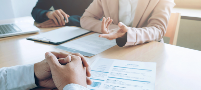 面試的過程,往往由面試官與求職者之間的一連串問答組成。