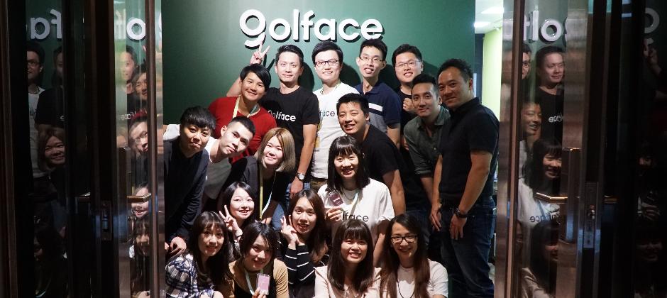 曾雅妮參觀Golface總部,與全體員工合照