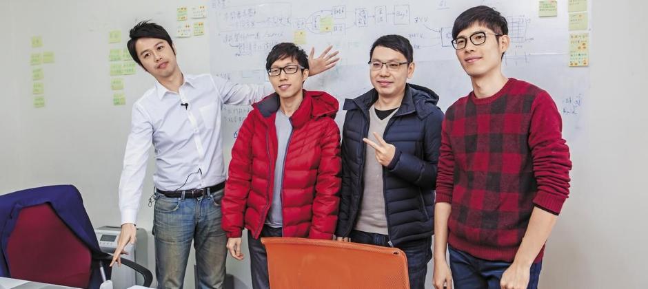 財報狗是由一群熱愛投資的年輕人組成。圖為鄭凱元(左1)與夥伴。