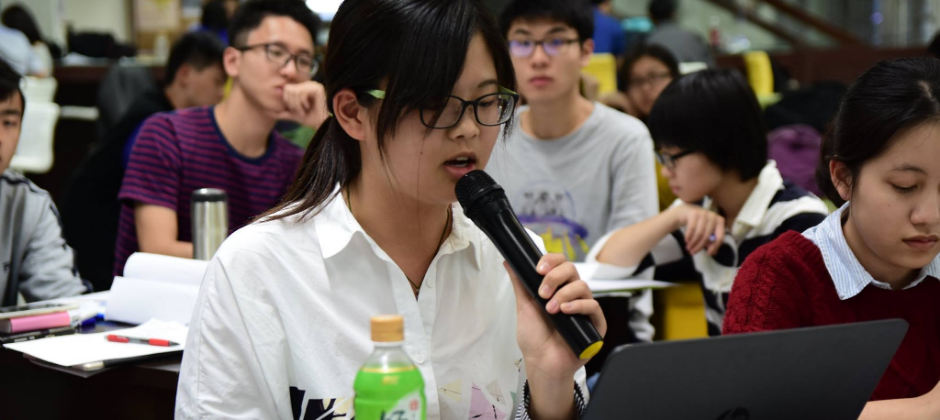 讓狂人飛不定期對內對外教育訓練活動,至今累積超過5000名實體學生聽課。