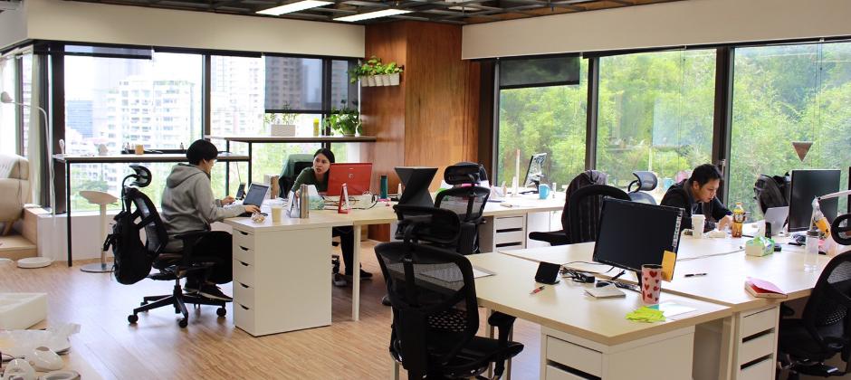 三面採光、綠意盎然的信義區辦公室