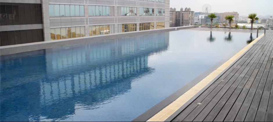 園區游泳池
