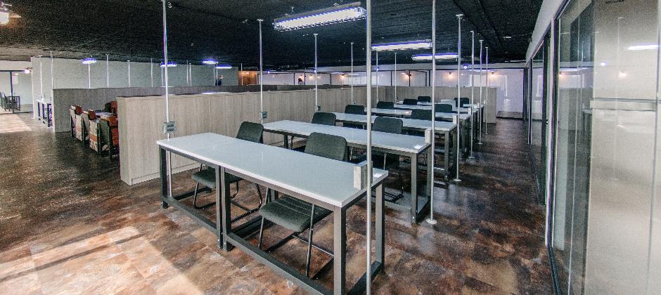 康闓科技百坪大的美式工業風辦公室,舒適的空間上班更加有效率。
