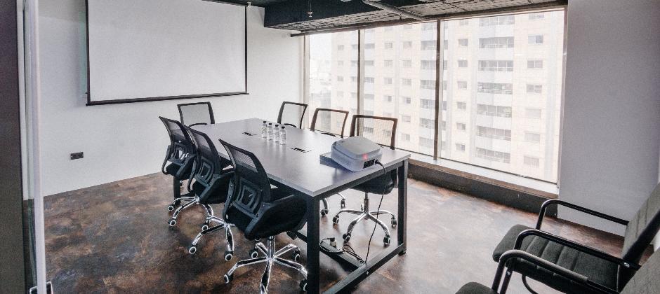 康闓科技團隊會議室,團隊組內溝通暢通無阻。