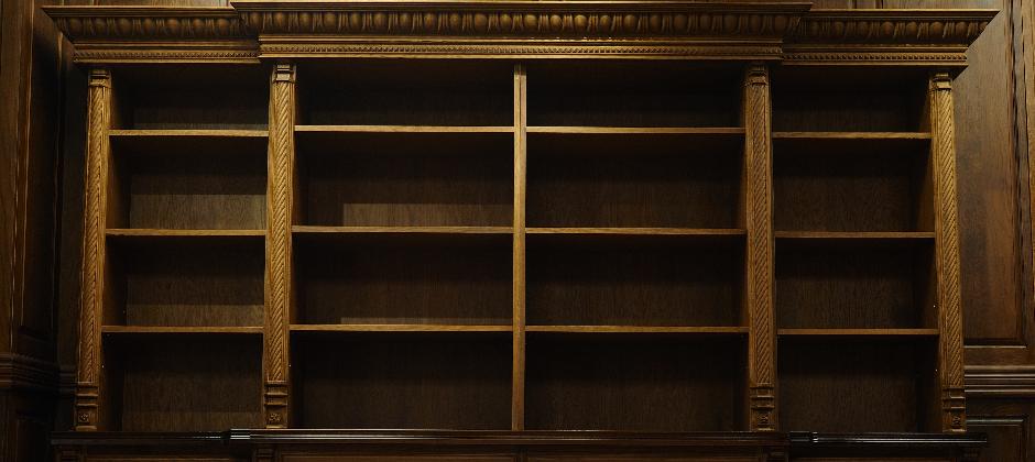 平價奢華的精雕造型書櫃