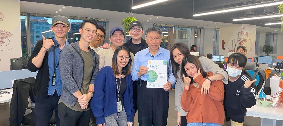 台北市長柯文哲拜訪雲發互動科技大合照。